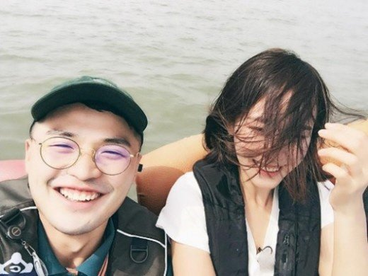 Hong Soo Hyun's agency, Contents Y, confirmed that Hong Soo Hyun and MicroDot are dating.
