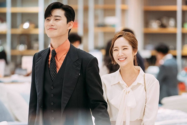 Park Seojun and Park Min Young, co-stars in drama 'What's Wrong with Secretary Kim', were caught up in a dating rumor.