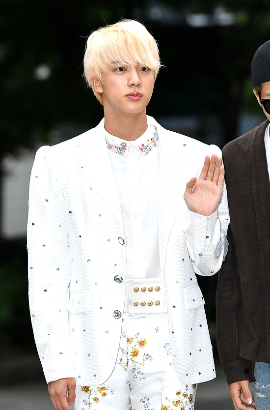 BTS\\\' eldest member Jin appeared in a prince-like outfit on the way to \\\'Music Bank\\\'.
