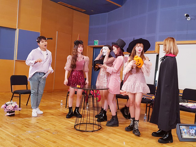 OH MY GIRL will open up the 5th season of \'A Song For You\'!