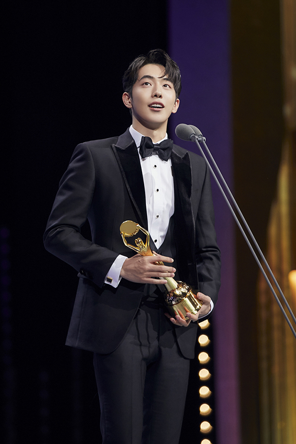 Actor Nam Joo Hyuk is sweeping the new actor awards with his work in 'THE GREAT BATTLE.'